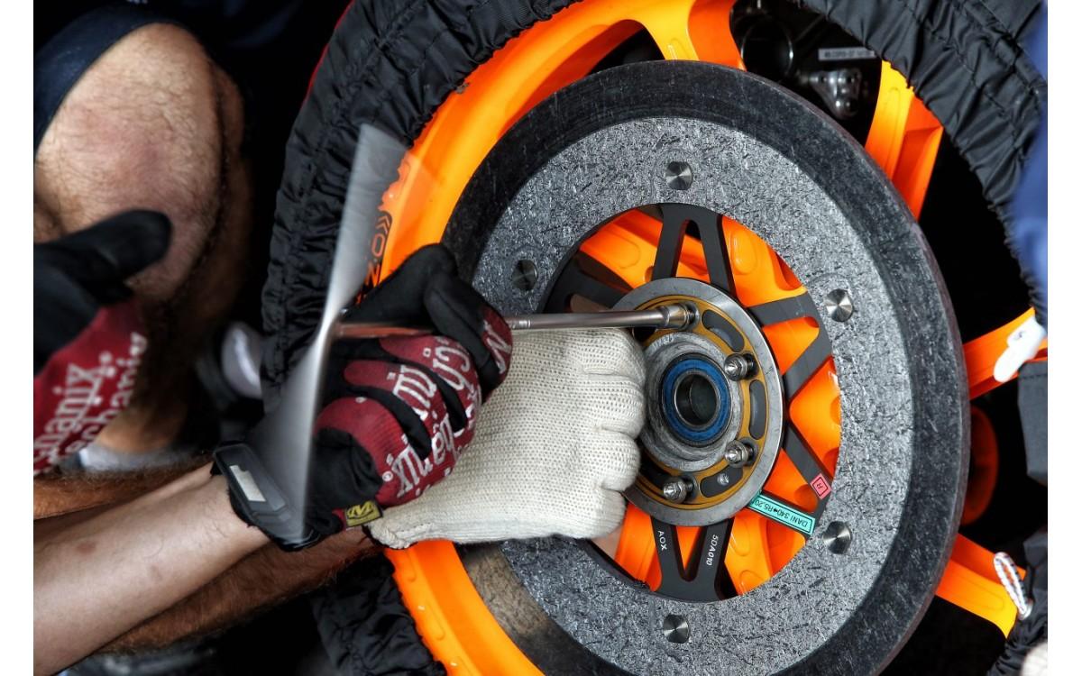 Why do MotoGP Bikes Use Brembo Carbon Brakes?