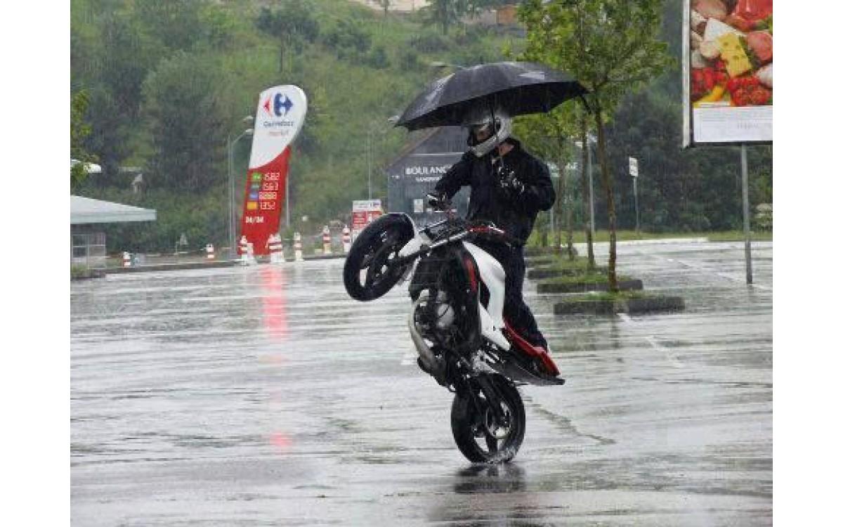 HodakaMotoworld's10 Tips for Riding in the Rain